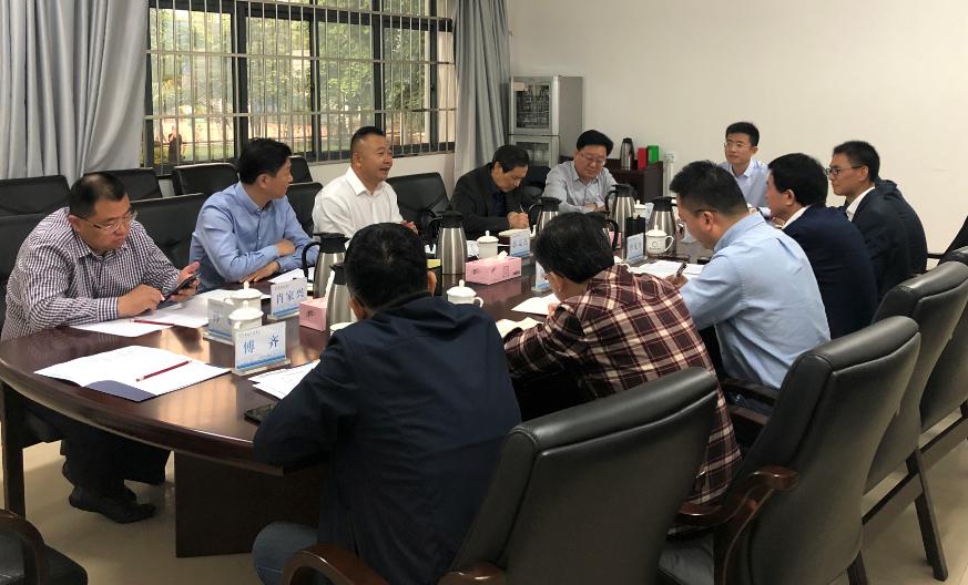 郭克迅董事长与广西财经学院相关业务领导座谈。